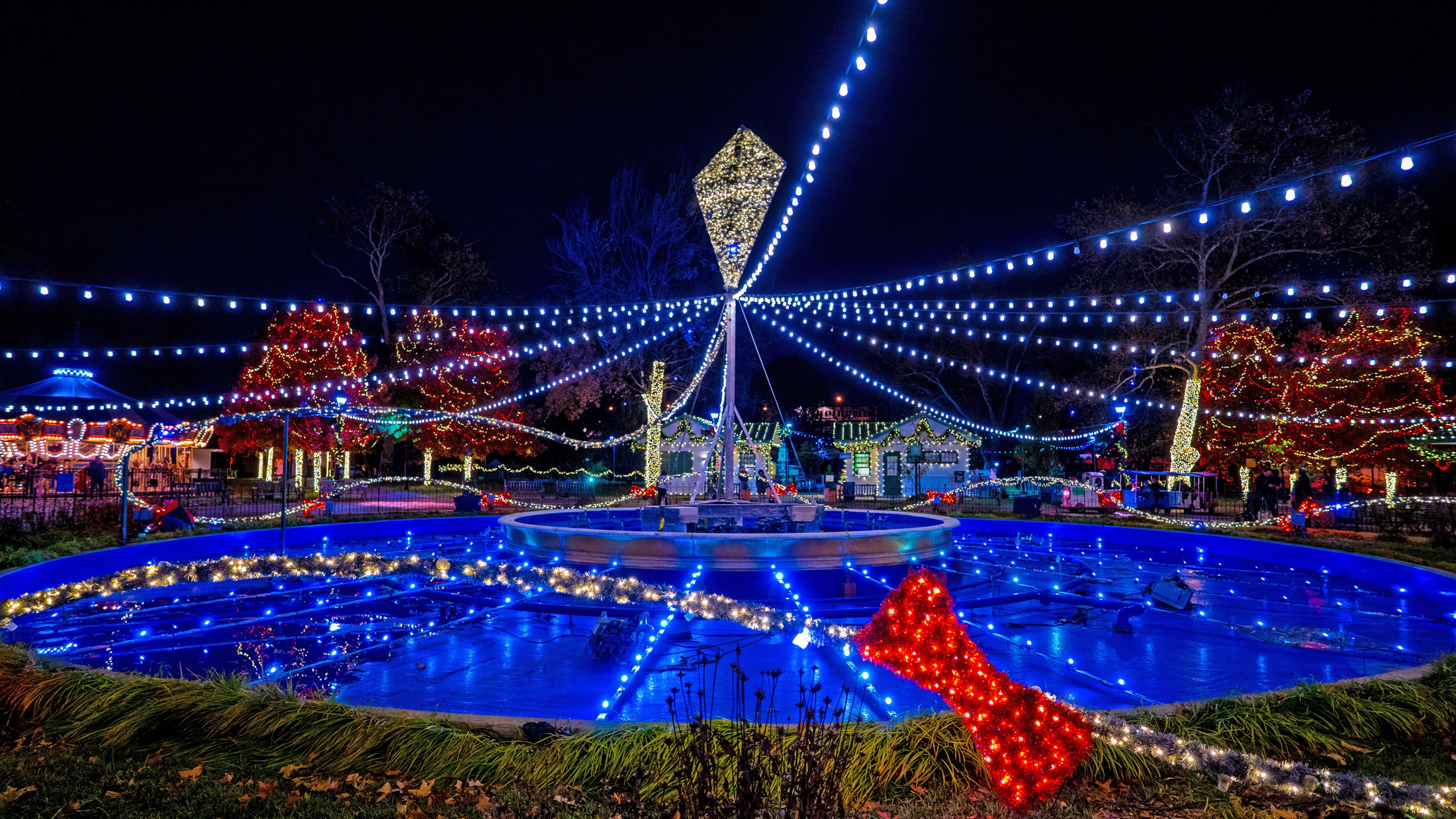 East Coast Christmas On The Parkway 2021 Winter In Franklin Square Visit Philadelphia
